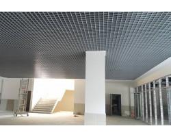Монтаж потолка Грильято 100х100