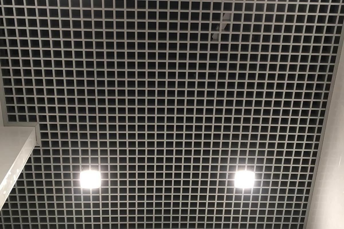 Монтаж потолка Грильято Стандарт  50х50