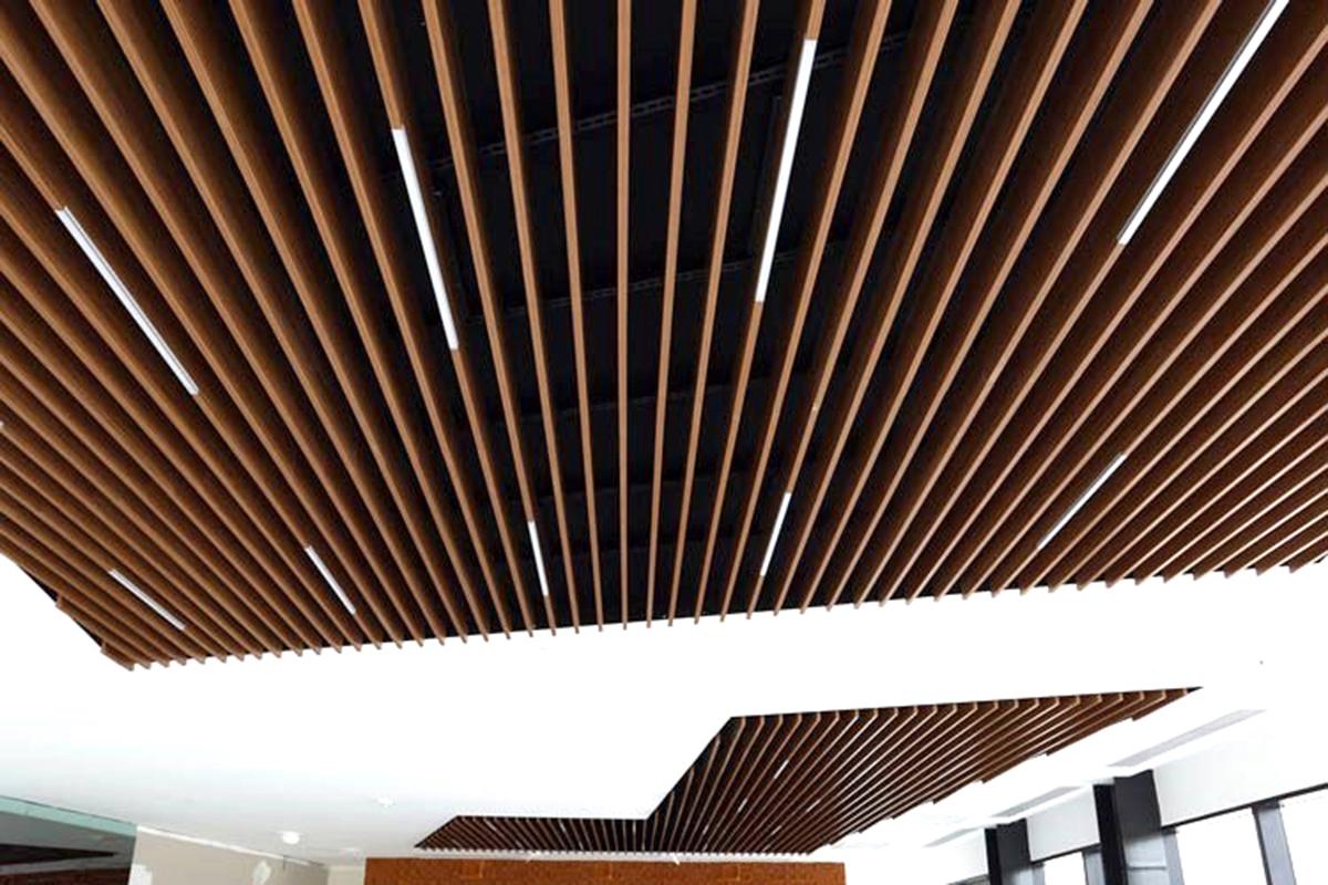 Кубообразный реечный потолок 100x30x100 Дуб Медовый
